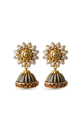 Black enamel pearl setting zumar earrings